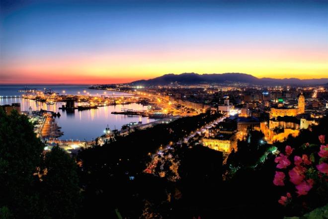La baie de Malaga, vue de nuit