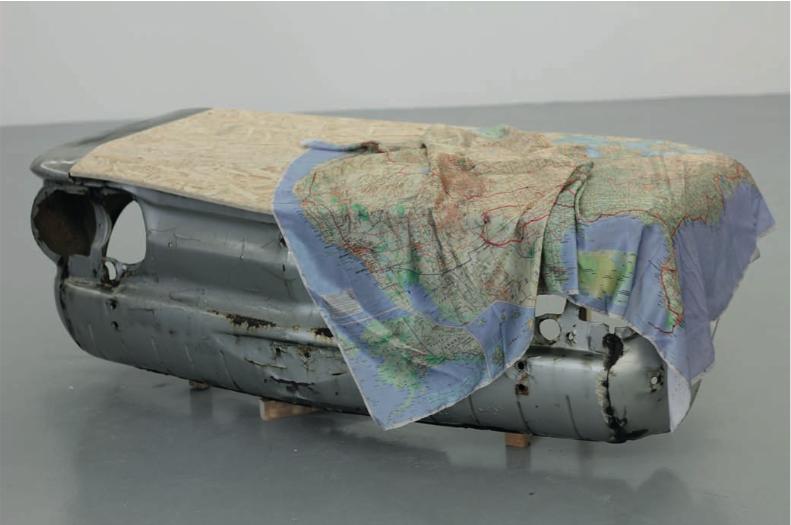 What else is there, 2015 Carcasse de Chevrolet Corvair 1964 vernie, capot en OSB, impression sur soie naturelle